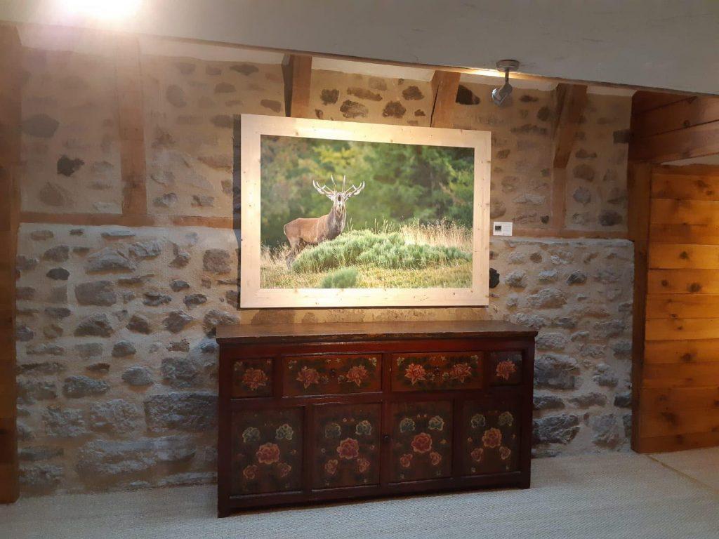 """Exemple de tirage d'un cerf élaphe avec cadre de bois brut (Gîte : La Boudio"""". Cantal)"""